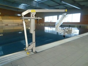 elevateur-portique-PMR-piscine-SPA-300x225