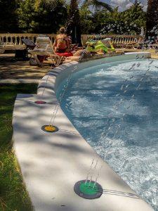 materiel-piscine-buses-colorees-multijets-225x300