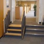 Plateforme élévatrice intégrée aux escaliers