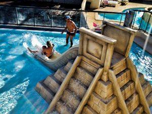 materiel-piscine-toboggan-jeux-aquatique-300x225