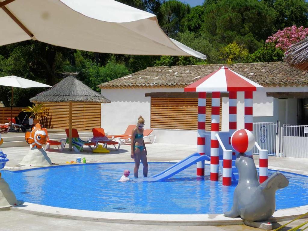 Parc de jeux aquatiques personnalisables et sur mesure for Piscine parc aquatique